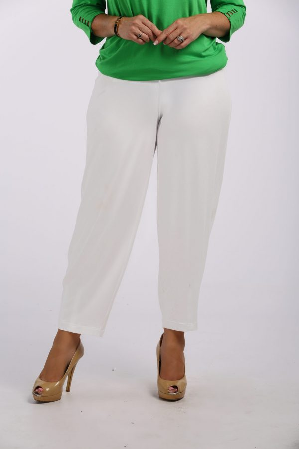 Lady wearing Q'Neel harem jersey trouser in cream