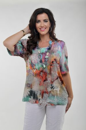 Woman wearing multicoloured tee shirt by Verpass