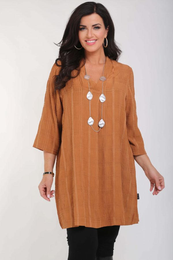 Woman is wearing Bana tunic in caramel by Pont Neuf
