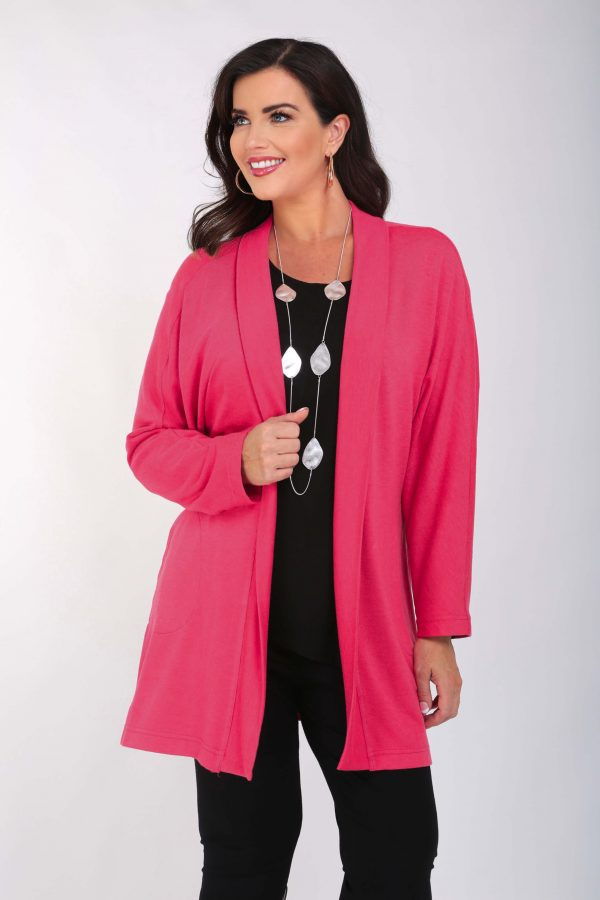 Woman is wearing pink cardi with pockets by Verpass